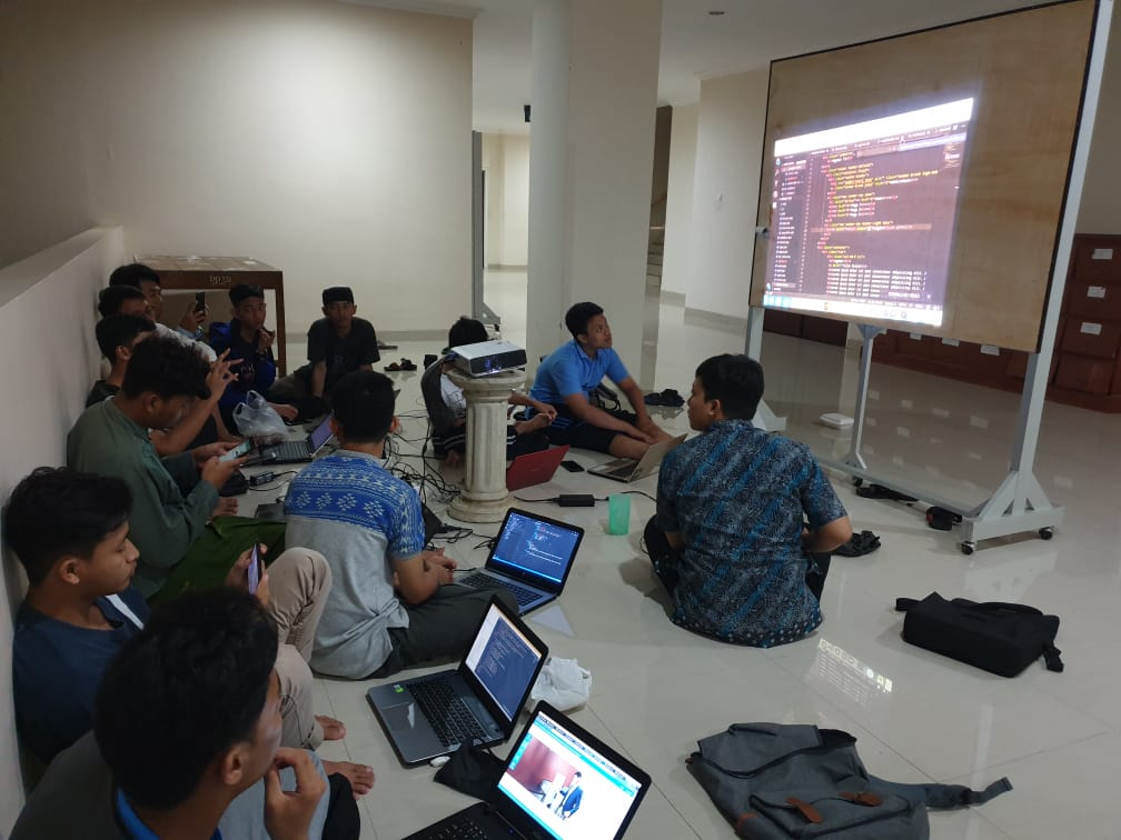 Sunday Night Coding Mahasiswa TI Unida Gontor
